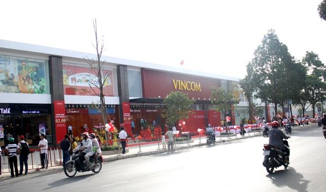 Vingroup khai truong TTTM Vincom Quang Trung tai TP HCM hinh anh 2