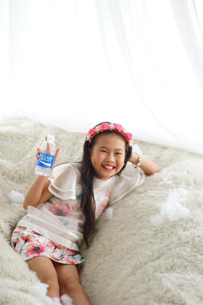Ruby Bao An tung MV truoc them nam hoc moi hinh anh 3 Dù bận rộn nhưng Bảo An luôn giữ được tinh thần sảng khoái, vui vẻ suốt ngày dài.