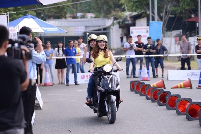 Minh Hang lam tour dac biet chao tan sinh vien hinh anh 2 Sinh viên cùng Minh Hằng tham gia nhiều hoạt động thú vị trong tour diễn chào năm học mới.