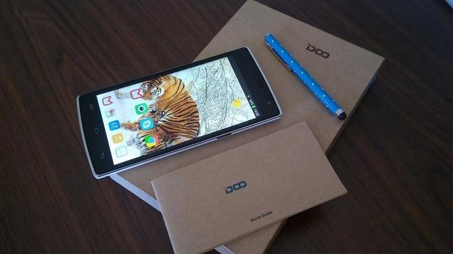 DCO 580: Smartphone thiet ke thoi trang tam gia 4 trieu dong hinh anh 1