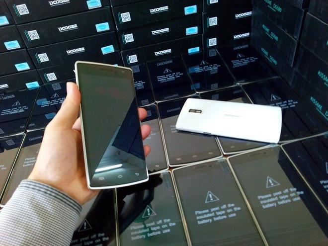 DCO 580: Smartphone thiet ke thoi trang tam gia 4 trieu dong hinh anh 2