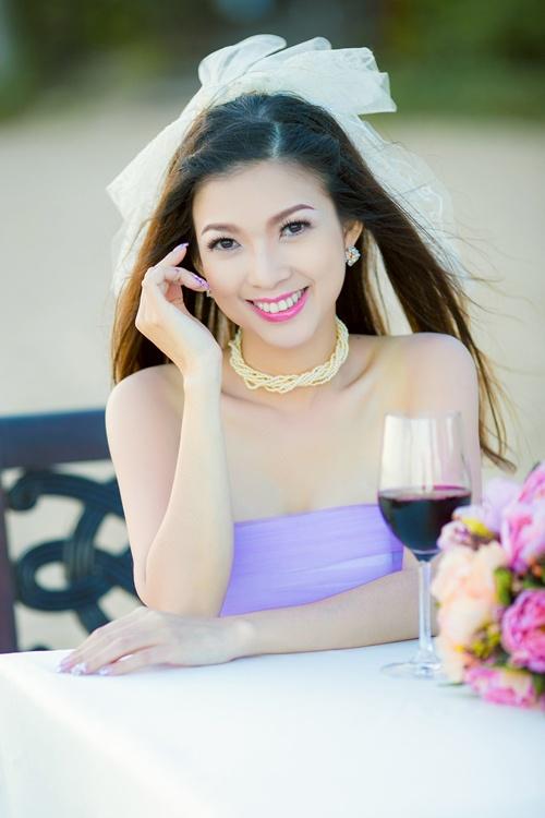 Cach trang diem tre dep tu nhien cua Pham Thanh Thao hinh anh 2 Phong cách trang điểm nhẹ nhàng giúp Phạm Thanh Thảo tươi trẻ hơn