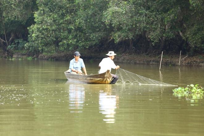 Vuon quoc gia Tram Chim dang hoi sinh an tuong hinh anh 3 Hơn 200 hộ dân sống quanh vườn quốc gia Tràm Chim được khai thác và sử dụng tài nguyên hợp lý khi mùa nước nổi về.