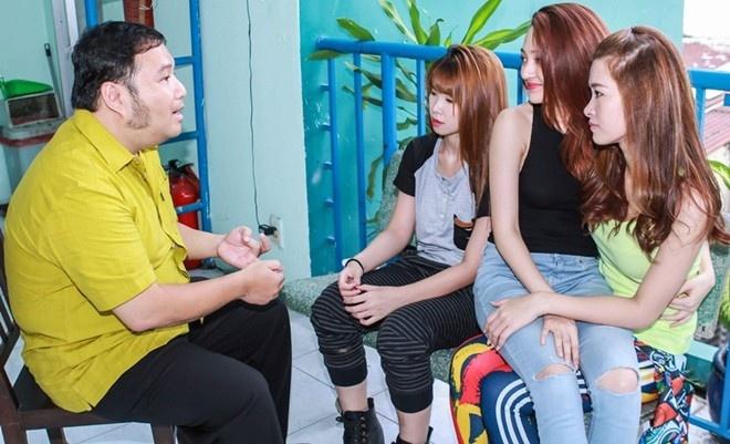 """Dong Nhi voi mai toc 'bien hoa' hinh anh 9 """"Mềm mượt những giấc mơ"""" cũng là ca khúc nhạc sĩ Nguyễn Hà sáng tác dành riêng cho bộ ba Đông Nhi, Khởi My và Bảo Anh."""