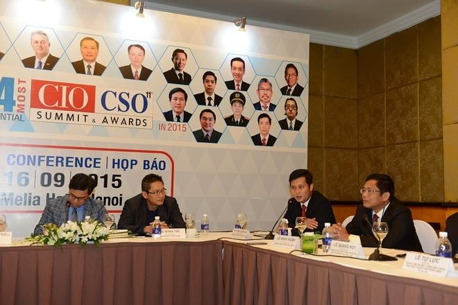 PTGD VietinBank doat giai lanh dao CNTT Dong Nam A tieu bieu hinh anh 2 Ông Trần Công Quỳnh Lân chia sẻ tại Họp báo công bố giải thưởng.