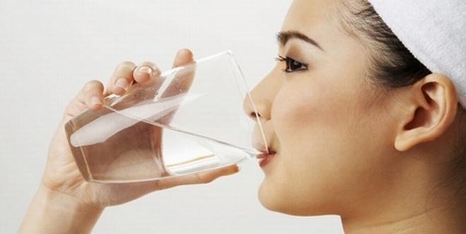 Chuyen gi xay ra neu co the thieu nuoc? hinh anh 1 Nước có vai trò đặc biệt quan trọng với cơ thể con người.