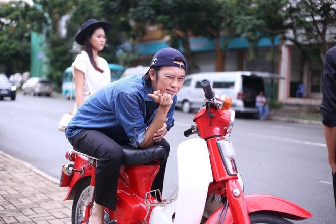 Hoai Linh vao vai xe om trong series hai moi hinh anh