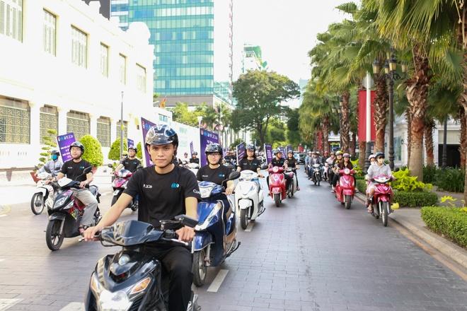 1.000 thanh nien dieu hanh ung ho doi mu bao hiem dat chuan hinh anh 1 Hơn 1.000 thanh niên thành phố tham gia diễu hành hưởng ứng chương trình đội mũ bảo hiểm đạt chuẩn.
