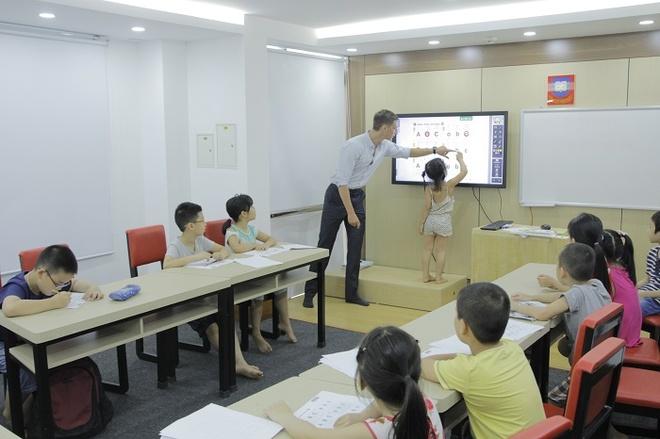 Trung tâm có hệ thống tivi cảm ứng tích hợp toàn bộ giáo trình điện tử, giao diện thân thiện, dễ sử dụng và tạo hứng thú trong việc học tập.