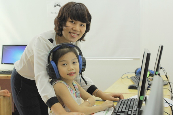 Để tham gia giảng dạy, giáo viên phải trải qua quy trình tuyển chọn, đạo tạo nghiêm ngặt và đạt chứng chỉ giảng dạy được chính phủ Hàn Quốc công nhận.