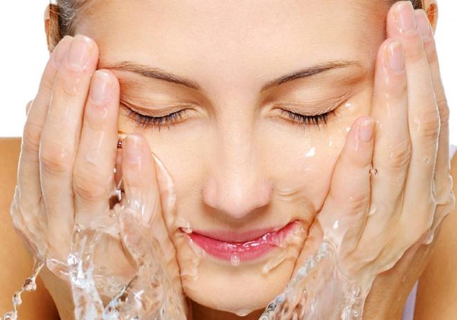 Rửa mặt đúng cách cho da căng mịn, sạch mụn.
