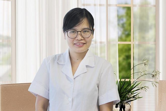 Xit thom mieng co thay the duoc kem danh rang khong? hinh anh 2 Dược sĩ Nguyễn Thị Thúy, trưởng nhóm nghiên cứu và phát triển sản phẩm, công ty Dược phẩm Hoa Linh.