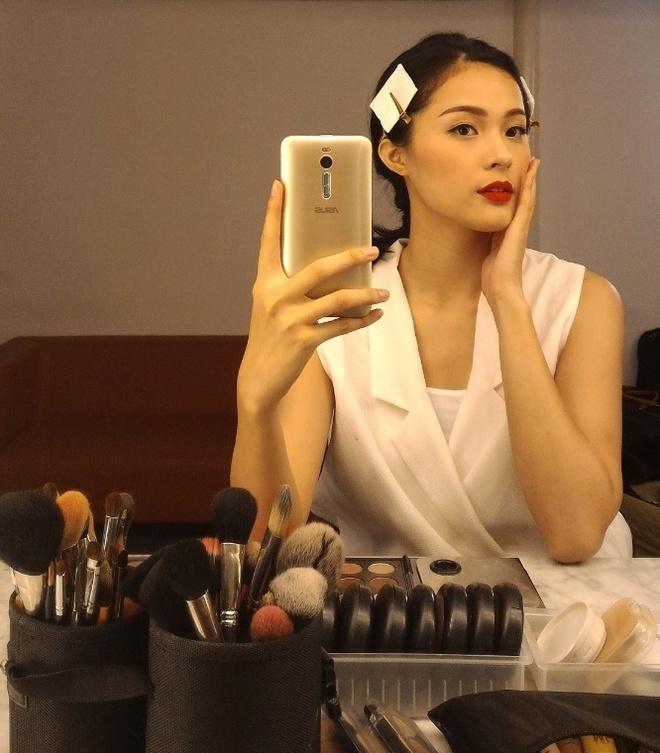 Ha Vy khoe anh chup thoi trang bang smartphone hinh anh 10 Hot girl khoe gương mặt yêu kiều trong kiểu ảnh selfie qua gương.