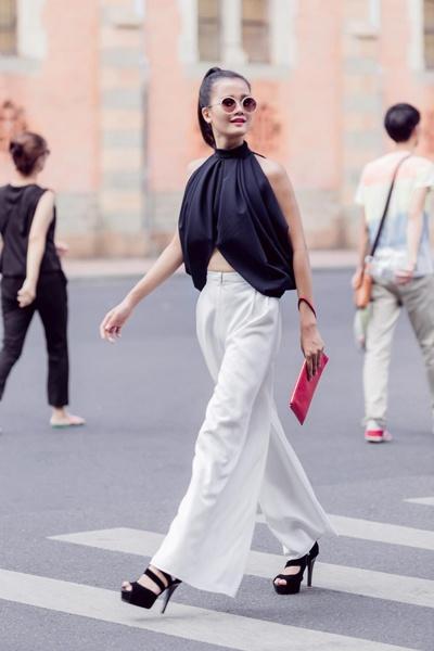 Nhung kieu toc de ung dung tu Vietnam's Next Top Model hinh anh 4 Phong cách bụi bặm với jeans rách, sơ-mi kaki và tóc đuôi ngựa.