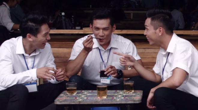 Hoai Linh gay chu y khi xuat hien cung dan trai dep hinh anh 2