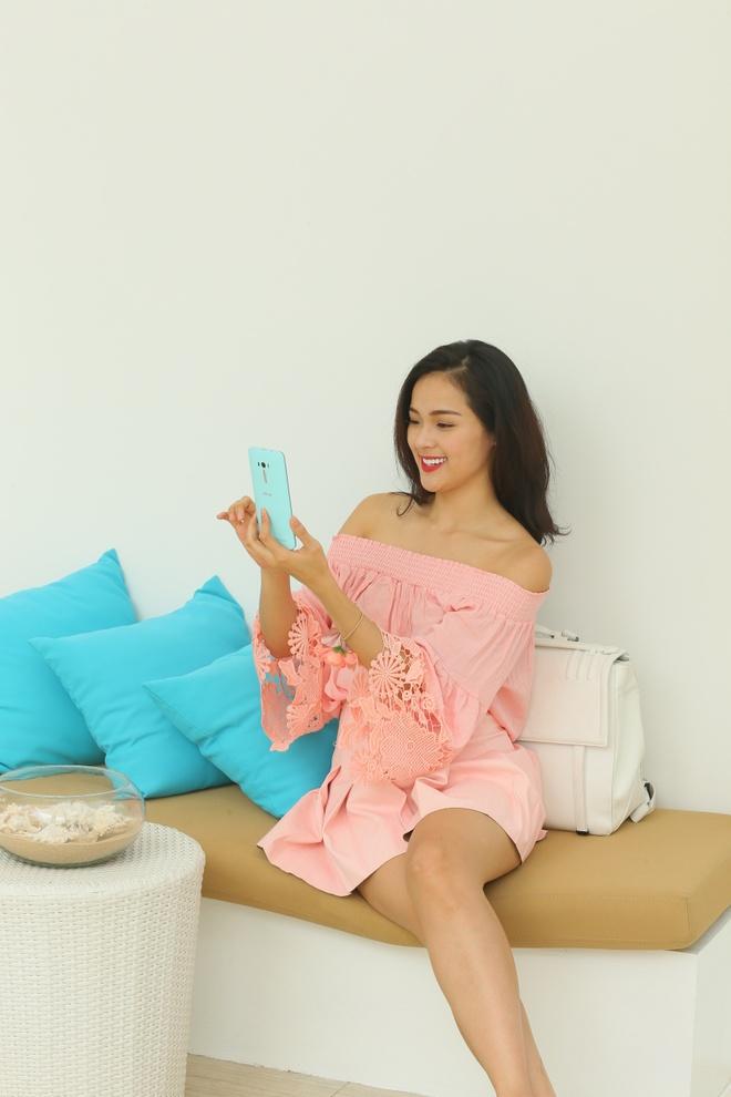 Bo anh tuoi tre cua nguoi mau Ha Vy voi ZenFone Selfie hinh anh 4 Ngoài ra, Hạ Vy còn ấn tượng với bộ đôi camera 13 megapixel, hỗ trợ chụp ảnh và selfie mọi lúc, mọi nơi.