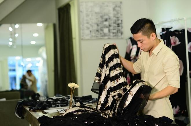 Adrian Anh Tuan ket hop thoi trang va cong nghe cho BST moi hinh anh