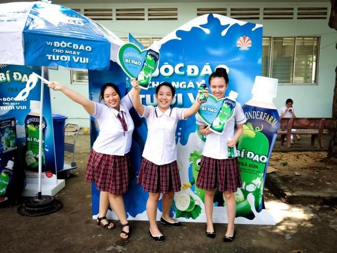 Gioi tre hao hung so bieu cam voi bi dao khong lo hinh anh 1 Học sinh trổ tài biểu cảm tại khu vực tổ chức chương trình.