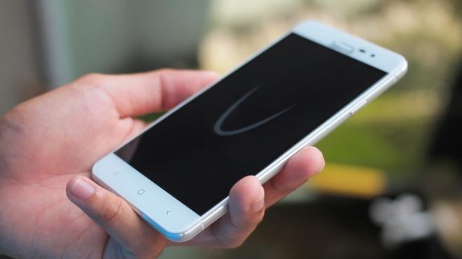 Smartphone chip 64-bit mong nhe tam gia 2 trieu dong hinh anh