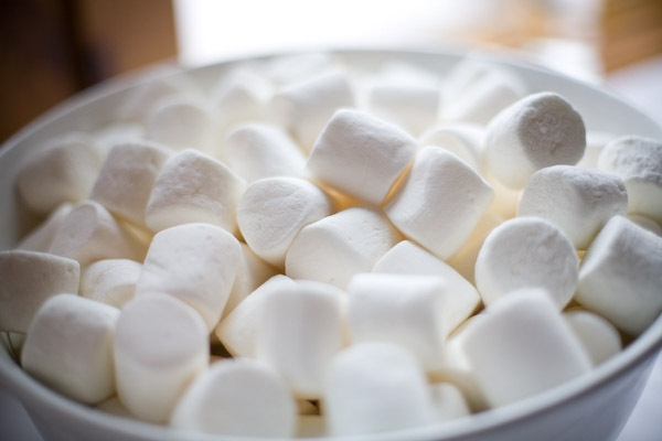 Keo marshmallow va cac cong dung voi suc khoe hinh anh