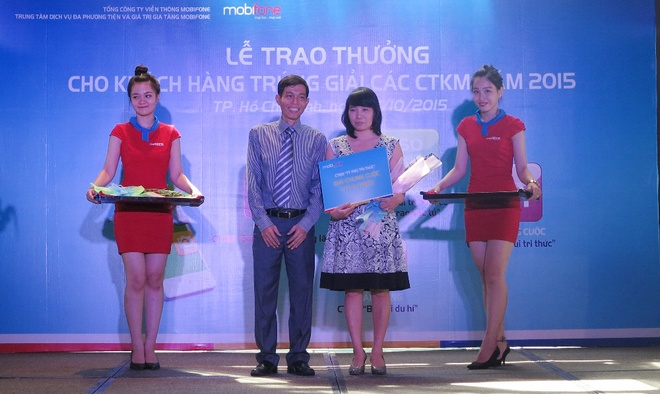 MobiFone trao thuong cho khach hang trung 1 ty dong hinh anh