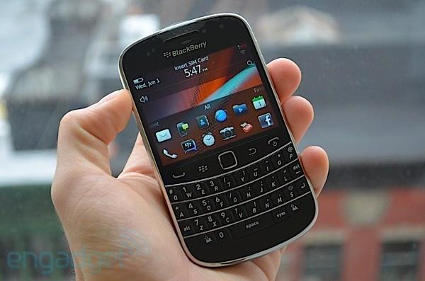Blackberry USA ban tai Viet Nam gia 950.000 dong hinh anh