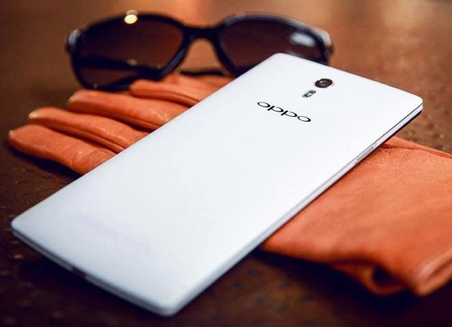 OPPO Find 7A ha gia manh gan 5 trieu dong hut khach hinh anh 1 OPPO Find 7A sở hữu cấu hình không thua kém smartphone có mức giá từ 12 đến 18 triệu đồng, chính điều này đã biến sản phẩm trở thành model được săn đón ở thời điểm mới ra mắt.
