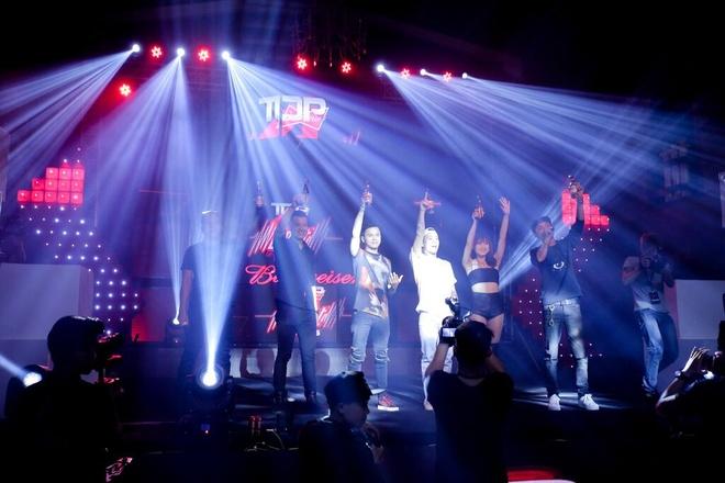 Lo dien top 4 cuoc dua tim kiem tai nang DJ Viet -  BUDJs hinh anh 6 Sự kết hợp tuyệt vời giữa âm thanh ánh sáng và hình ảnh, cùng với sự bùng nổ của hàng trăm các khán giả cuồng nhiệt EDM, đã mang đến một không gian tràn ngập âm nhạc đỉnh cao chưa có tại lâu đài Budweiser, đã tô điểm cho đêm công bố TOP 4 BUDJs trở thành một đại tiệc EDM hoành tráng.