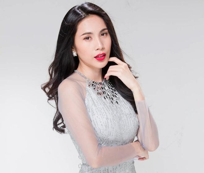 Thuy Tien dien ao dai kin dao hau ra mat MV moi hinh anh