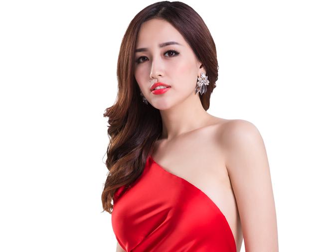 Mai Phuong Thuy hao hung du dai tiec giua khong trung hinh anh