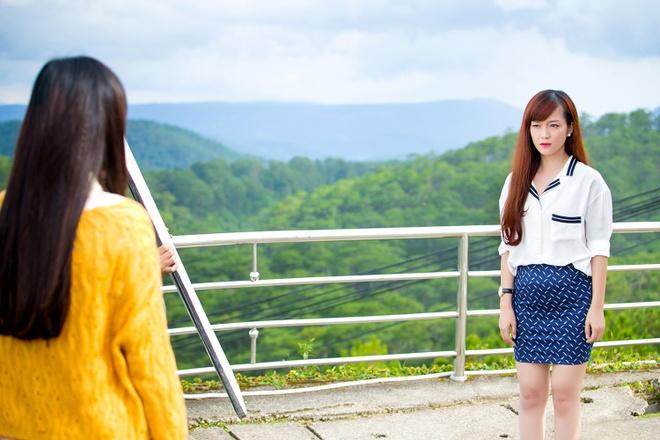 Dinh Huong khong ngai bi 'nem da' khi tung MV nhac phim moi hinh anh 1    Khúc hát mặt trời đánh dấu lần đầu chạm ngõ điện ảnh của Đinh Hương.