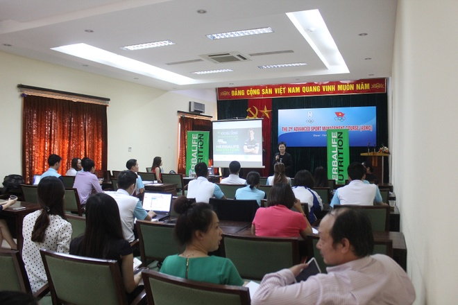 Herbalife cam ket dong hanh cung the thao Viet Nam hinh anh 1 Gần 60 quan chức, lãnh đạo cấp cao của Tổng cục TDTT Việt Nam tham dự buổi tập huấn về dinh dưỡng cho thể thao chuyên nghiệp.