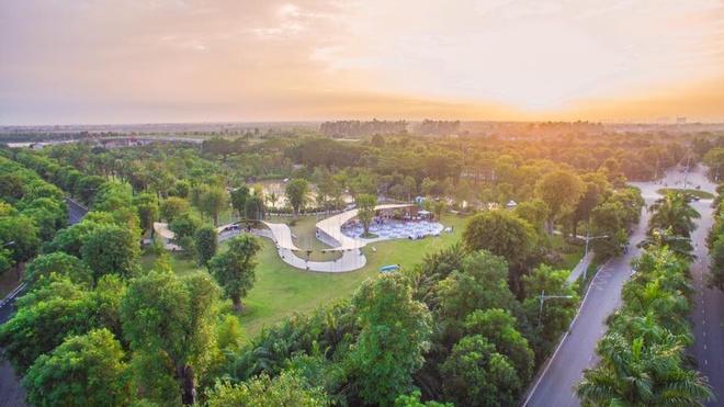 Trung tam tiec ngoai troi bang giay boi dau tien o Ha Noi hinh anh 1  Paper - Pavilion rộng hơn 700 m2, uốn lượn trên những thảm cỏ xanh của công viên mùa Xuân Ecopark. Điểm nổi bật nhất của trung tâm tiệc ngoài trời này là phần mái được làm hoàn toàn từ giấy bồi.
