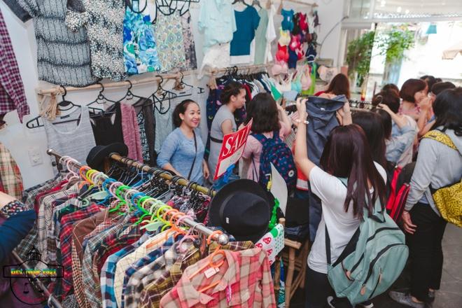 'Viets Corner Flea Market' - diem mua sam cua teen Sai thanh hinh anh 1