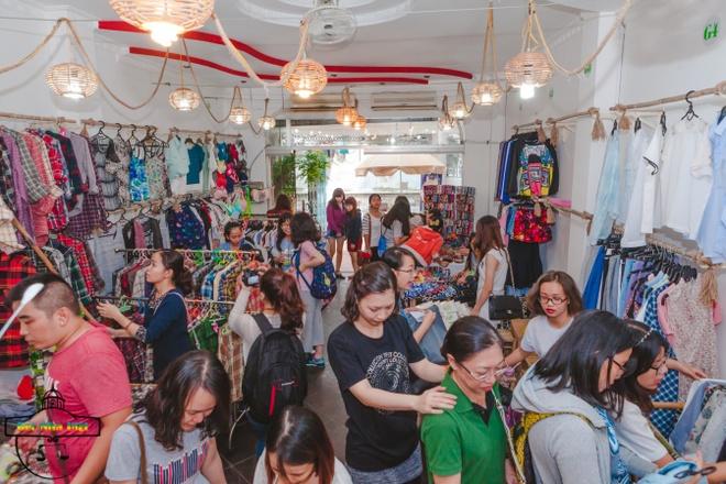 'Viets Corner Flea Market' - diem mua sam cua teen Sai thanh hinh anh 2