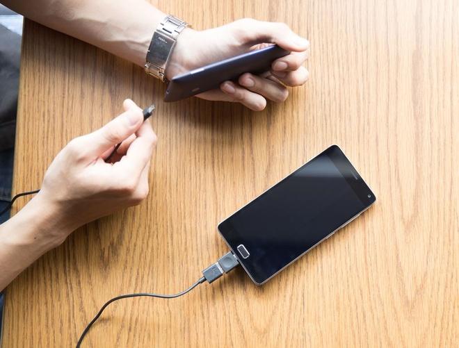 Bo doi smartphone VIBE cau hinh tot, pin ben bi cua Lenovo hinh anh 2
