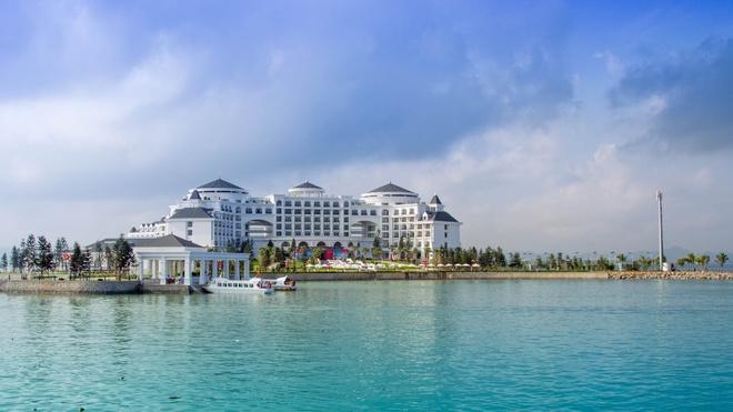 Ve trang le cua khu nghi duong Vinpearl Ha Long Bay Resort hinh anh 1