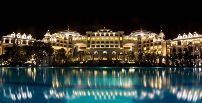 Ve trang le cua khu nghi duong Vinpearl Ha Long Bay Resort hinh anh 4