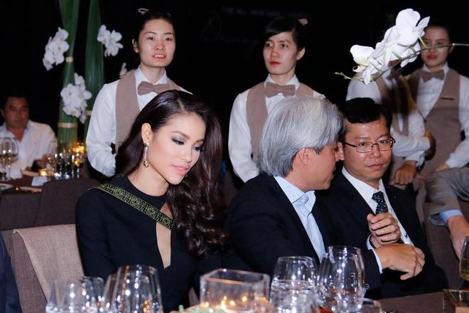 Pham Huong sanh dieu voi Versace hinh anh 1