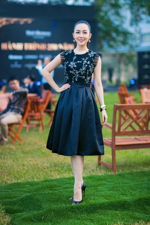 Nguoi dep phim 'Quyen' khoe ve goi cam, do dang voi Linh Nga hinh anh 2 Thời gian này, Linh Nga thường xuyên tham dự các sự kiện và xuất hiện trong các bộ ảnh thời trang.
