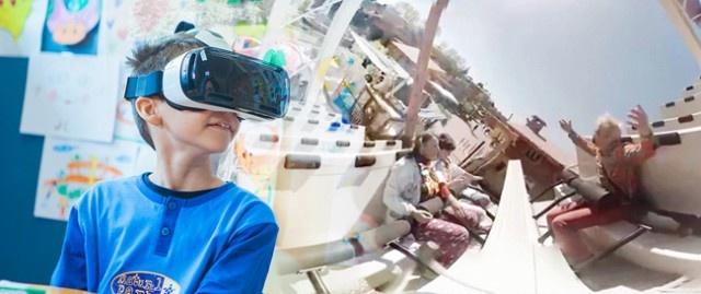 Nhung cong nghe giup mo rong tam nhin hinh anh 1 Bé trai hứng khởi tận hưởng những trò chơi tàu lượn thú vị qua kính thực tế ảo Gear VR.