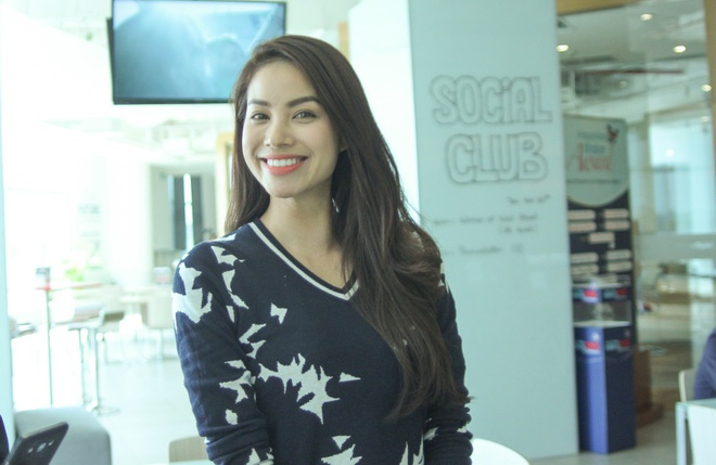 Pham Huong rao riet hoc tieng Anh de tham du Miss Universe hinh anh 1