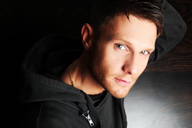 Dan DJ quoc te do bo cac su kien am nhac cuoi nam hinh anh 4 DJ đa tài Jonathan Mendelsohn.