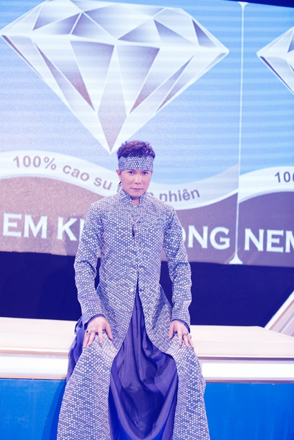Nem Kim Cuong cua Jimmii Nguyen dau tu trieu do lam gameshow hinh anh 2
