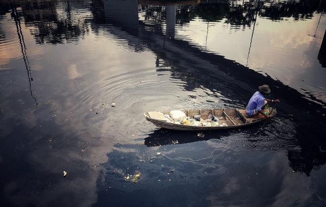 Thành phố hiện lên bình lặng với góc nhìn từ sông Sài Gòn. Ảnh chụp bằng chế độ HDR.