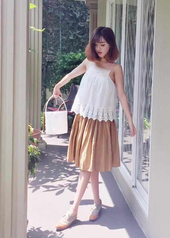 Bi quyet tao gu thoi trang nu tinh cua Bich Phuong hinh anh 2 Cô thường chọn những bộ đồ vintage, vừa phù hợp với tính cách nhẹ nhàng của bản thân, vừa mang đến cảm giác thoải mái, tự tin khi mặc.