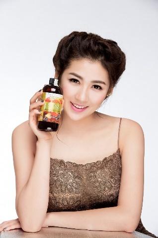 A hau Tu Anh bat mi bi quyet giu dang cho nguoi de tang can hinh anh 2 Tú Anh dùng sản phẩm của Beauty Medi trong quá trình detox.