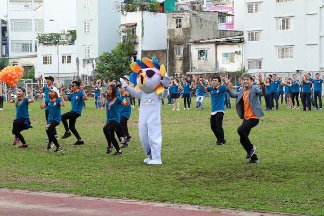 Man flashmob an tuong cua top 3 'Thu thach cung buoc nhay' hinh anh