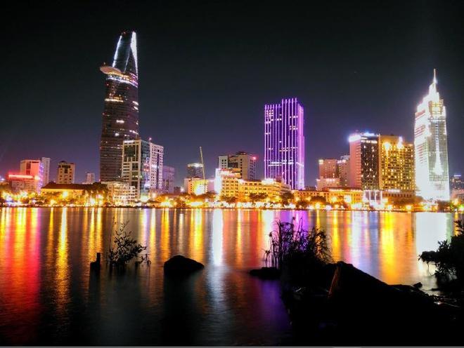 Hình ảnh ban đêm hiện lên lung linh qua ống kính ZenFone 2 Laser.