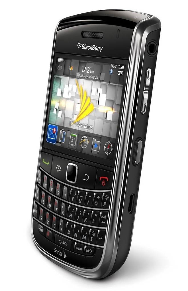 Hang thanh ly Blackberry 9650 gia 950.000 dong hut khach hinh anh 1